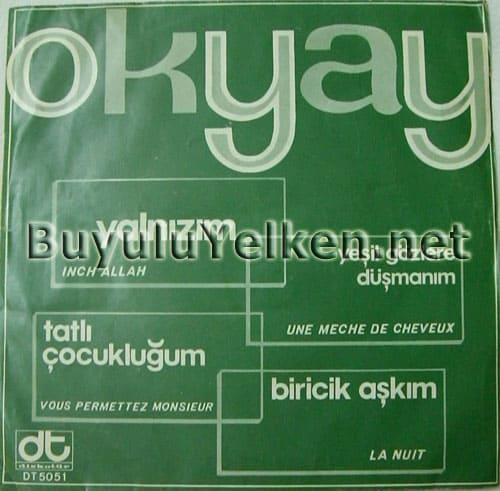 Okyay - Yalnızım – Yeşil gözlere düşmanım / Tatlı çocukluğum – Biricik aşkım (Diskotür DT-5051) ön kapak